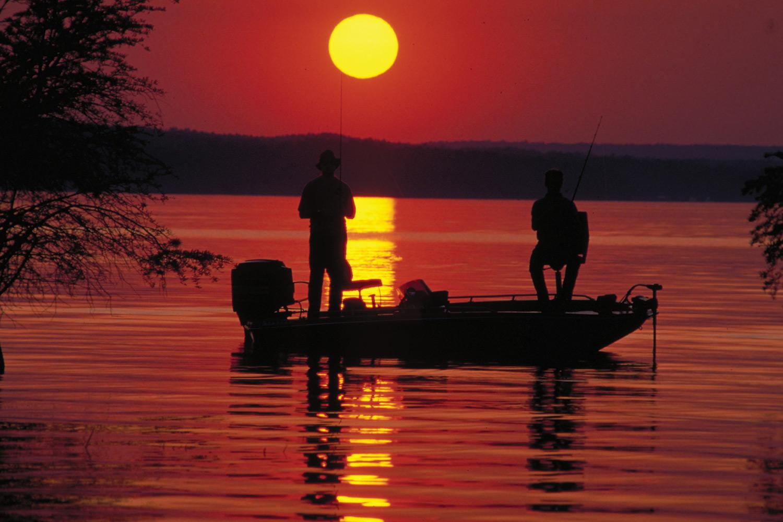не спавшие ночь рыбаки